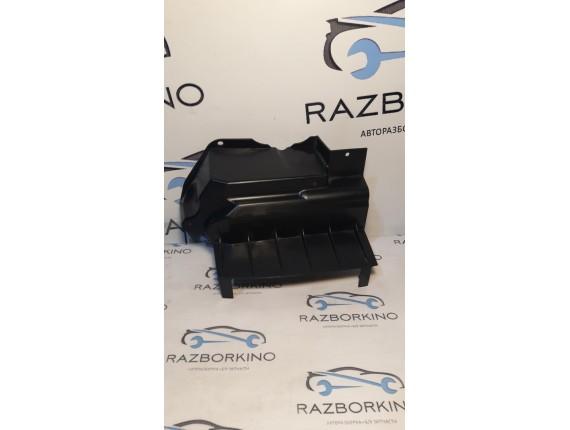 Дефлектор радиатора (плас) 8200468916 Renault Clio 3