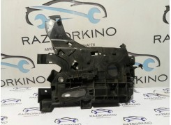 Подставка (кронштейн, основа) АКБ Renault Laguna III 8200456655