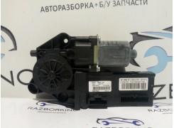 Моторчик стеклоподъемника передней правой двери Renault Scenic III 807301396R