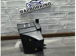 Корпус блока предохранителей 8200490001 Renault Trafic